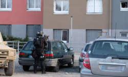 असली हीरो! बंधक के बदले खुद को आतंकियों के हवाले करने वाले फ्रेंच पुलिस ऑफिसर की मौत