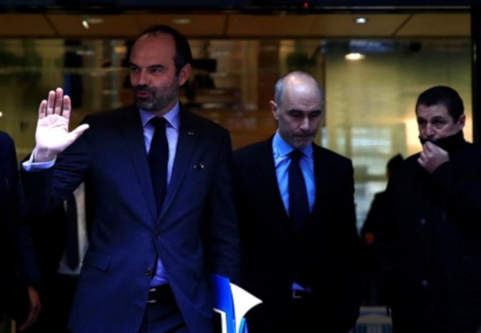 भारी विरोध के बाद फ्रांस सरकार ने बदला फैसला, अब नहीं बढ़ेंगे पेट्रोल-डीजल के दाम
