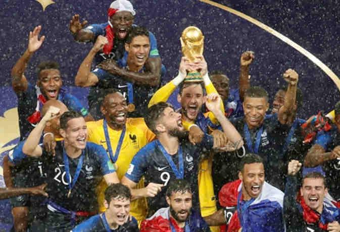फीफा वर्ल्ड कप 2018 : फ्रांस बना चैंपियन, फाइनल में क्रोएशिया को 4-2 से हराया