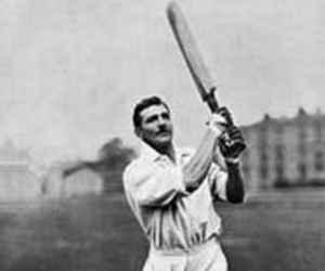 आज ही पैदा हुआ था वो खिलाड़ी, जिसने अपने देश के लिए क्रिकेट भी खेला और फुटबॉल भी