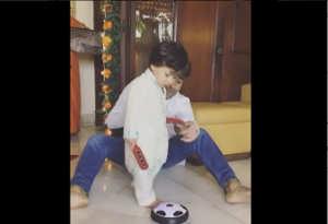 कुर्ता पाजामा पहन तैमूर ने गणेश पूजा के बाद मामा संग खेला फुटबाल, सीख रहे किक मारना