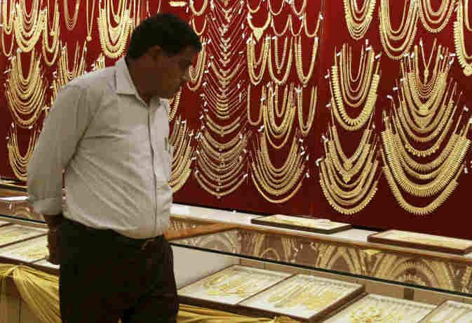 सोना 190 रुपये फिसला, चांदी की चमक पड़ी फीकी