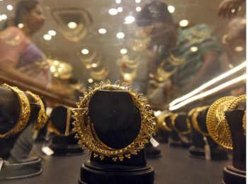 वायदा कारोबार में सोना 333 रुपये सस्ता, कमजोर ग्लोबल रुख का असर