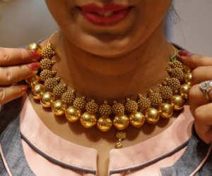 ग्लोबल गिरावट के बावजूद अक्षय तृतीया पर त्यौहारी खरीद से बढ़े सोने के भाव