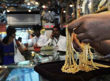 Gold Rate Today: सोना और सस्ता, चांदी के भाव बढ़े