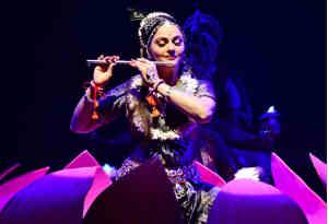 जन्माष्टमी पर ग्रेसी सिंह ने कृष्ण बन मोहा मन, हेमा मालिनी भी खुद को ये काम करने से नहीं पाईं रोक