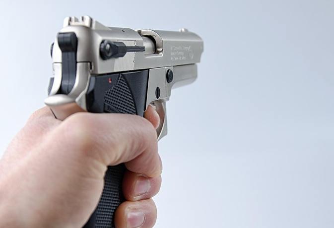 बच्चों के विवाद में युवक को मारी गोली