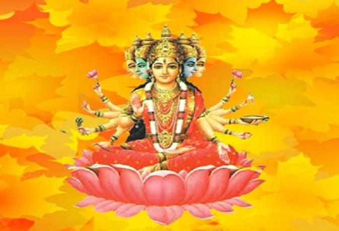 प्रत्येक देवी-देवता के लिए अलग होते हैं गायत्री मंत्र, इन्हें जपने से जल्द होते हैं प्रसन्न