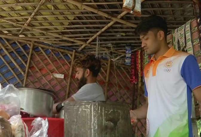 एशियन गेम्स में मेडल जीतकर लौटा ये खिलाड़ी बेच रहा है चाय