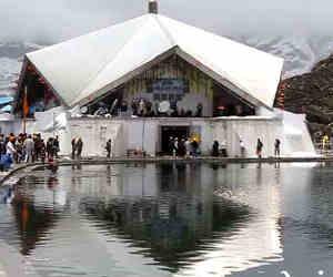 हेमकुंड साहिब व लक्ष्मण मंदिर के खुले कपाट, पहले ही दिन पहुंचे आठ हजार श्रद्धालु