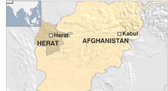 अफ़ग़ानिस्तान: अमरीकी वाणिज्य दूतावास के बाहर हमला