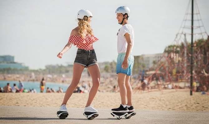 अब आ रहे हैं सेल्फ ड्राइविंग रोलर स्केट्स, जो देंगे आपके कदमों को रफ्तार