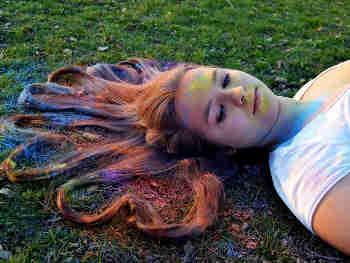 Holi 2020 Hair care tips होली खेलने से पहले अपने बालों को बचाने की ऐसे करें तैयारी