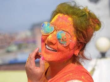 Holi 2020 skin care tips: होली खेलने से पहले ऐसे करें त्वचा की देखभाल