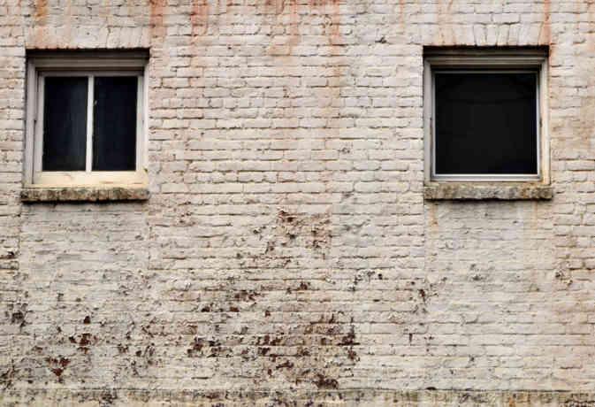 छात्रावास की दीवार गिरी, दो मासूमों की मौत