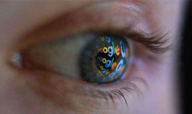 मदद के नाम पर दुकान चला रही हैं गूगल जैसी कंपनियां