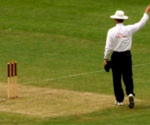 गली क्रिकेट में ये बल्लेबाज हुआ एेसे आउट कि  ICC को देना पड़ा फैसला