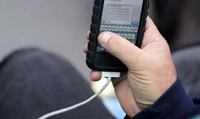 फोन की डेटा केबल पर लगेगा 10 परसेंट आयात शुल्क, क्या होगा असर