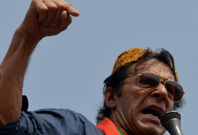पाकिस्तान : अभी भी इमरान खान के प्रधानमंत्री बनने पर सदेह, विपक्ष उतार रहा अपना कैंडिडेट