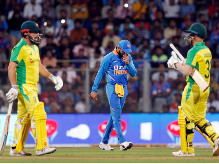 india vs australia 1st odi highlights: जानें वनडे में कितनी बार 10 विकेट से हारी है टीम इंडिया