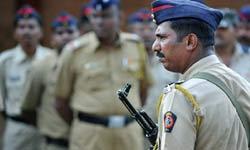 पुलिस की खाकी वर्दी होगी चेंज, देखें आपके पड़ोसी देशों के पुलिसवाले पहनते हैं कैसी ड्रेस