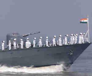 नौकरियां : भारतीय नौसेना और UPSC ने निकाले हजारों पद, 32 साल तक की उम्र वालों को मौका