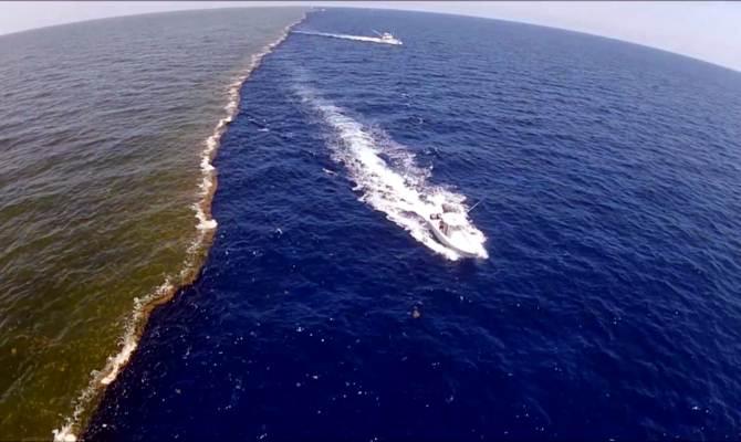 हिंद महासागर और प्रशांत महासागर आपस में मिलते जरुर है पर दिखते अलग हैं! नजारा है कमाल का