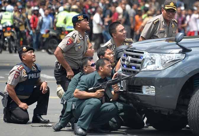इंडोनेशिया में सीरियल ब्लास्ट, आत्मघाती हमलावरों ने दिया अंजाम, मुठभेड़ जारी