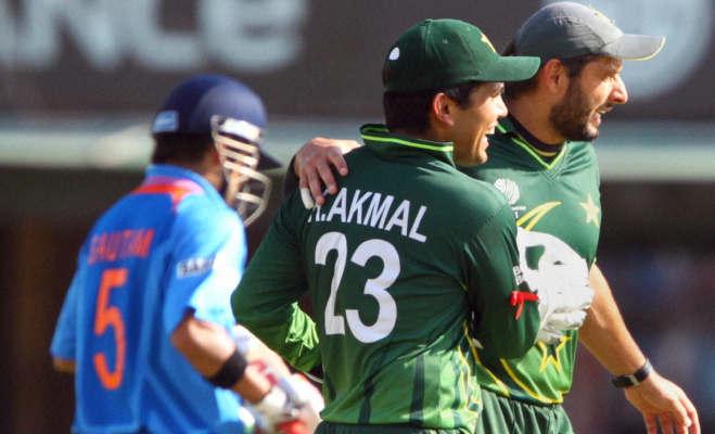 जब क्रिकेट मैदान पर हुर्इ भारत-पाकिस्तान क्रिकेटरों की लड़ार्इ