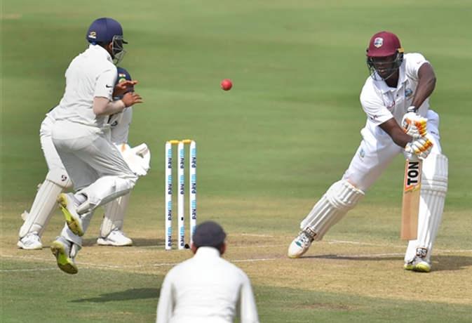 Ind vs Wi : बल्लेबाज चले गए मगर गेंदबाज डट गए, पहले दिन विंडीज ने बनाए 7 विकेट पर 295 रन