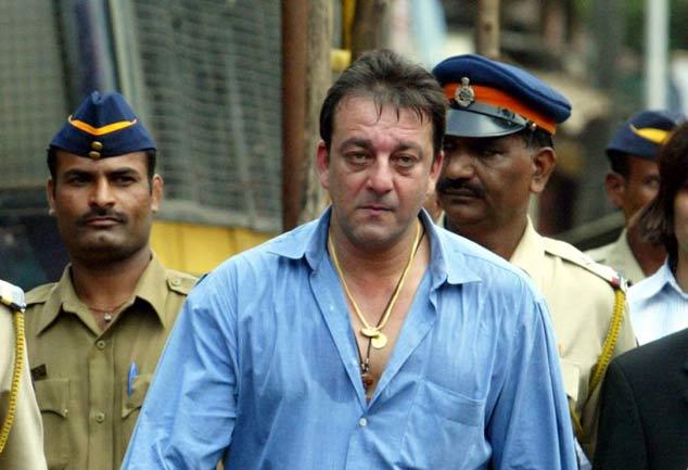 संजय दत्त वापस जेल में