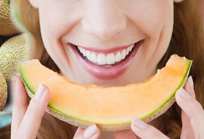 खरबूजा खाने के हैं कई फायदे डीहाइड्रेशन से लेकर कैंसर तक से करता है हिफाजत