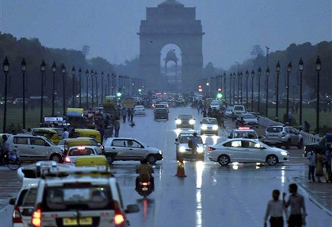 भारी बारिश, तूफान से उत्तरी भारत में गर्मी से राहत पर बिजली पानी की परेशानी