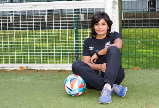 विदेशी जमीन पर हिंदुस्तानी छोरी का फुटबॉल में जलवा