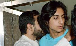 बेहद हैंडसम है सैफ अली खान का बेटा इब्राहिम, यकीन नहीं आता तो तस्वीरें देखिए