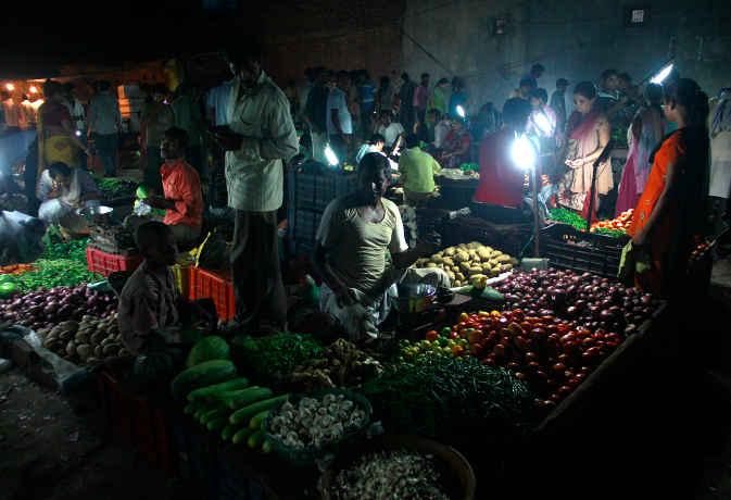 दाल-सब्जी सस्ती होने से मार्च में महंगाई दर गिरकर 2.47 प्रतिशत