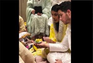 प्रियंका चोपडा़ ने निक जोनस संग सगाई कर रिश्ते पर लगाई मुहर, यहां देखें अंदर की तस्वीरें