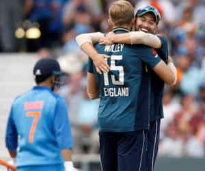 तीसरे वनडे में भारत को 8 विकेट से हराकर इंग्लैंड ने 2-1 से जीती सीरीज