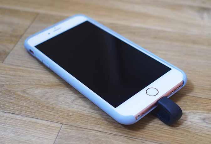 आईफोन यूजर्स की परेशानी को दूर करेगी ये फ्लैश ड्राइव
