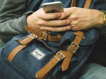 Coronavirus के चलते देर से लॉन्च हो सकता है Apple का बजट iPhone