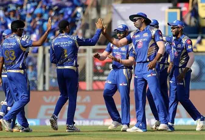 IPL 2017: मुंबई इंडियंस की लागातार चौथी जीत, गुजरात लॉयंस को 6 विकेट से हराया