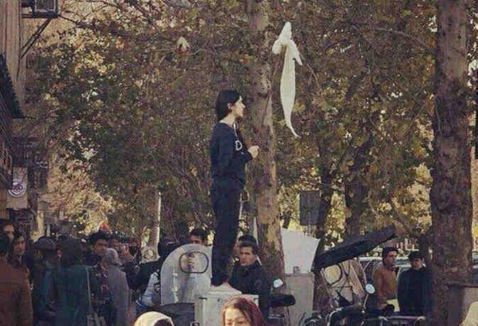 ईरान में हिजाब अब महिलाओं को मंजूर नहीं, विरोध में तेज किया आंदोलन