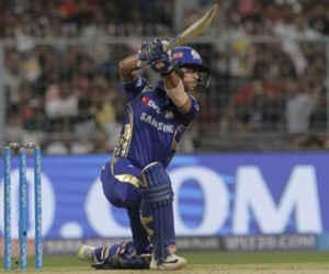 धोनी का डुप्लीकेट है मुंबई को जिताने वाला ये बल्लेबाज, माही जैसे लगाता है बड़े-बड़े छक्के