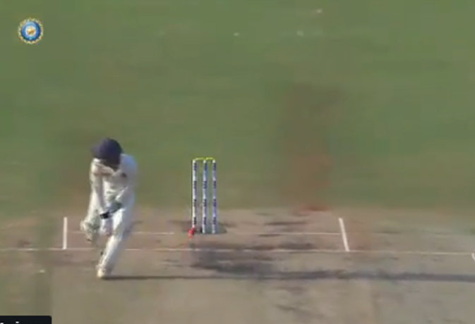 धोनी के 'डुप्लीकेट' ने मैदान पर की माही जैसी विकेटकीपिंग, बल्लेबाज हुए हैरान