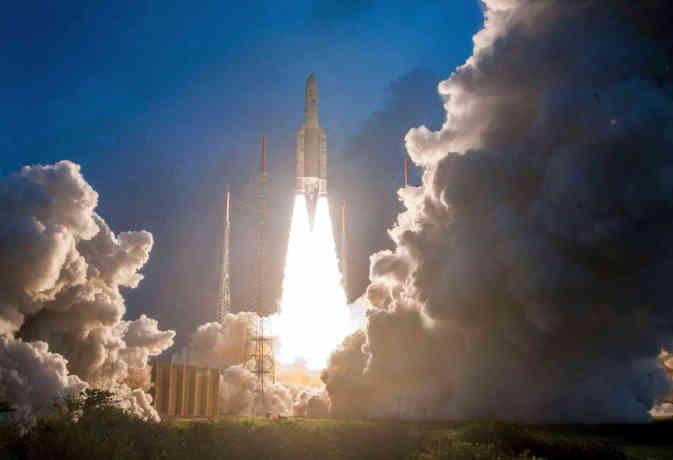 ISRO ने देश का सबसे वजनी सेटेलाइट जीसैट-11 भेजा अंतरिक्ष, इंटरनेट की बढ़ेगी रफ्तार