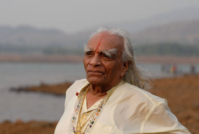 معلم اليوجا الهندي Bks Iyengar