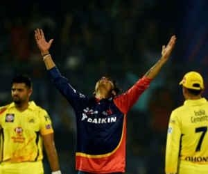 13 साल छोटे कप्तान से हार गए धोनी, दिल्ली ने 34 रन से जीता मैच