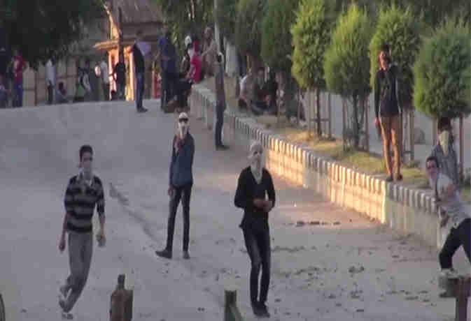 श्रीनगर में हड़ताल व प्रदर्शन पर रोक, परीक्षाएं स्थगित