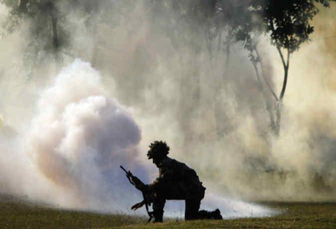 जम्मू-कश्मीर :  शोपियां में आतंकियों ने किया सेना की गाड़ी पर IED ब्लास्ट, तीन जवान घायल