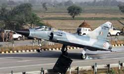 फिर सड़क पर उतरा वायुसेना का फाइटर जेट, चीन ने 1989 और पाकिस्तान ने 2000 में उतारा था